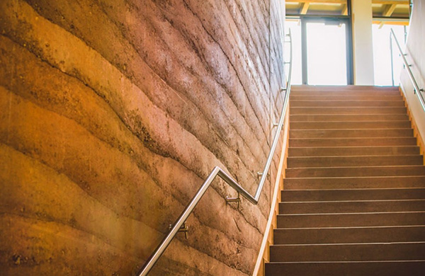 传统夯土墙与现代夯土墙有哪些区别?