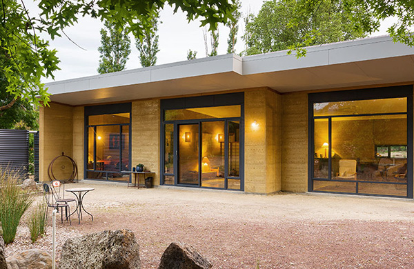 传统夯土墙在现代建筑设计中的应用